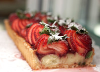 Strawberry torte with powered sugar